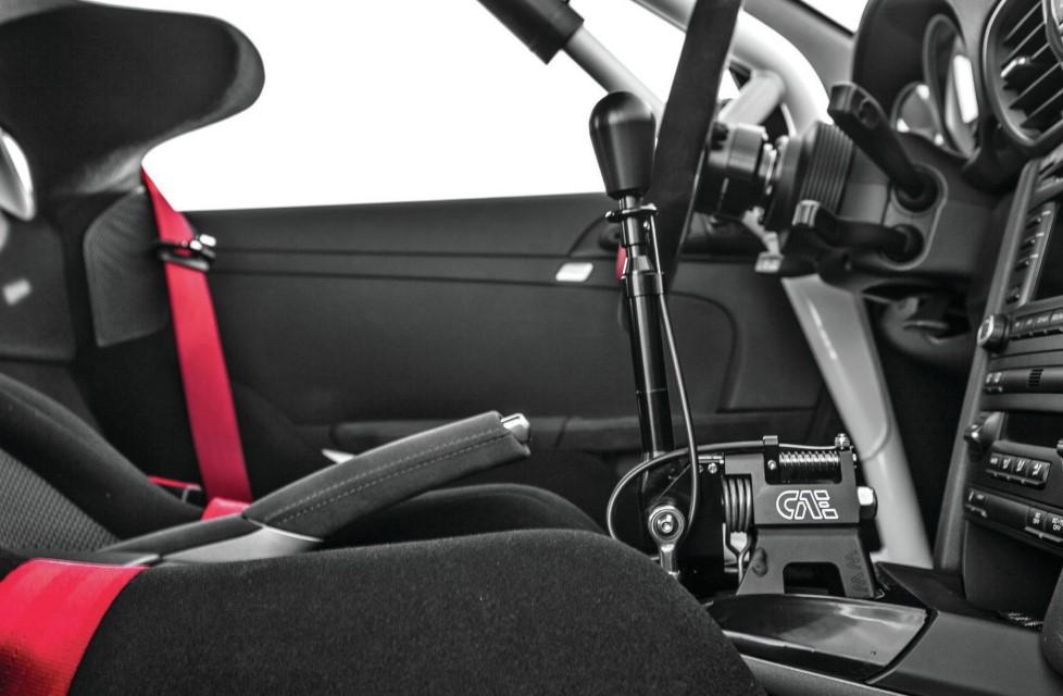 2011-porsche-GT3-RS-CAE-shifter-06