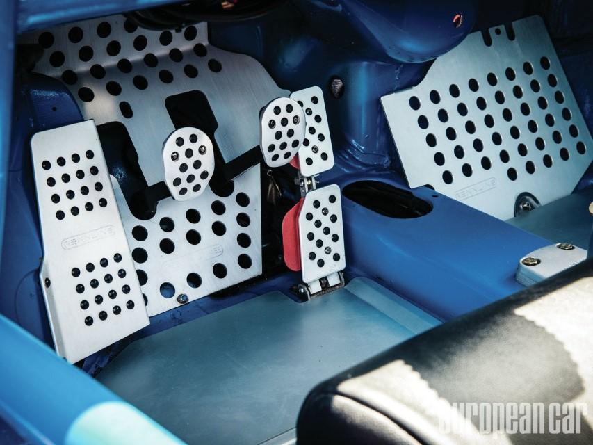 epcp-1211-05+1974-porsche-911-targa+pedals